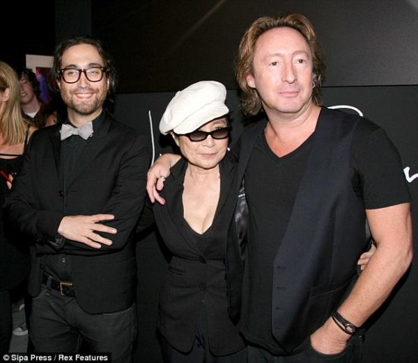 Йоко Оно Шон Леннон и Дж�лиан Леннон на одном �нимке